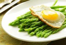 Gourmet breakfast - asparagus with  egg Royalty Free Stock Photos