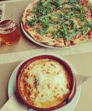 Gourmet de pizza italienne et d'aliments de préparation rapide photographie stock