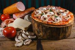 Gourmet de pizza, recette et ingrédients, nourriture italienne images stock