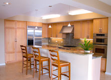Gourmet Designer Kitchen with Island Royalty Free Stock Photos