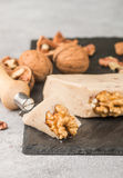 Gourmet- ost med valnötter behandlat arkivfoto