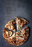 Gourmet- pizza royaltyfri bild