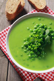 Gourmet- smakligt recept för soppa för gröna ärtor Arkivfoto