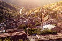 Gourri, traditioneel bergdorp bij vroege ochtend Nicosia D stock afbeeldingen