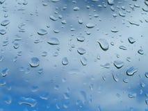 Goutte de pluie sur la glace photographie stock