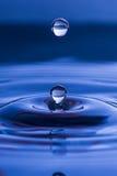 Gouttelette d'eau sphérique Photo stock