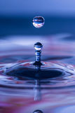 Gouttelette d'eau sphérique Images stock