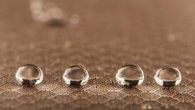 Gouttelettes d'eau sur la fin résistante de tissu d'humidité  photo stock