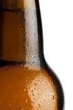 Gouttelettes d'eau sur une bouteille à bière Images stock