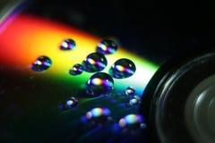 Gouttes de l'eau sur le CD Photos libres de droits