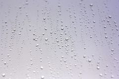 Gouttes de pluie sur l'hublot Photographie stock libre de droits