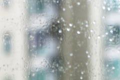 Gouttes de pluie sur la glace image stock