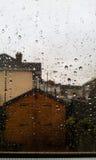 Gouttes de pluie sur la glace photographie stock libre de droits