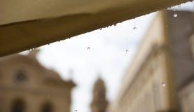 Gouttes de pluie sur le fond en Italie Photos libres de droits