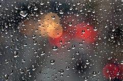 Gouttes de pluie sur le fond en verre Photographie stock libre de droits
