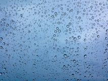 Gouttes de pluie sur le verre photo libre de droits
