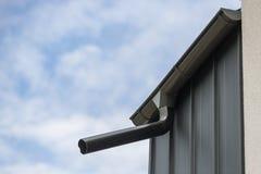 Gouttière sur le toit photo libre de droits