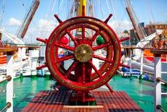 Gouvernail de direction de bateau. photo stock
