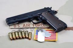 Gouvernement 1911 de poulain avec U S Uniforme de l'Armée de l'Air photographie stock libre de droits