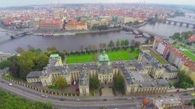 Gouvernement de République Tchèque dans l'antenne de Prague, siège de Cabinet banque de vidéos