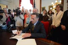 Gouverneur Peter Shumlin Vermonts (VT) unterzeichnet S 77 in Gesetz lizenzfreies stockfoto