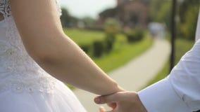 Governi le elasticità la sposa un bello mazzo di nozze archivi video