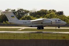 Governo Antonov An-74TK-300D dell'Ucraina di atterraggio Immagine Stock