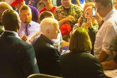 Governo Mike Spence Shaking Hands nella contea di Lancaster Immagine Stock