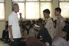 GOVERNOR OF CENTRAL JAVA TEACHING VOCATIONAL SCHOOL STUDENTS Royalty Free Stock Images