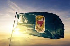 Governorate de Sohag da tela de pano de matéria têxtil da bandeira de Egito que acena na névoa superior da névoa do nascer do sol imagens de stock royalty free