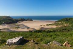 Gowerkust Drie Klippenbaai Wales het UK in de zomerzonneschijn Stock Afbeelding