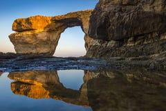 Gozo, Μάλτα - ανατολή στο όμορφο κυανό παράθυρο Στοκ εικόνα με δικαίωμα ελεύθερης χρήσης
