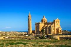 Gozo, Μάλτα - η βασιλική του TA ` Pinu στην ανατολή Στοκ Φωτογραφία