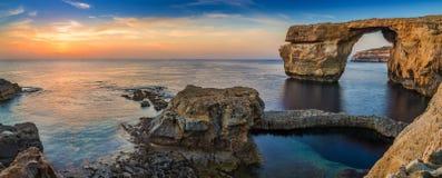 Gozo, Μάλτα - πανοραμική άποψη του όμορφου κυανού παραθύρου Στοκ εικόνες με δικαίωμα ελεύθερης χρήσης