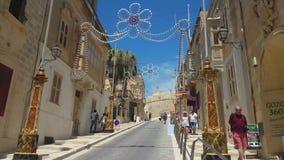 Gozo-Insel, Malta die Straße, die zu Zitadelle verstärkte Stadtakropolis führt stock video