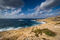 Gozo, Malta †'linia brzegowa blisko Dwejra Zdjęcie Stock