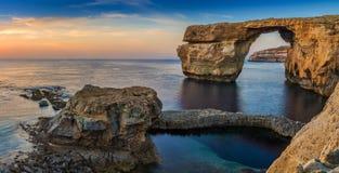 Gozo, Malta - Panoramiczny widok piękny Lazurowy okno, na Zdjęcia Royalty Free