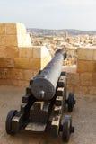 Gozo, Rabat, canhão no castelo com céu nebuloso Fotografia de Stock