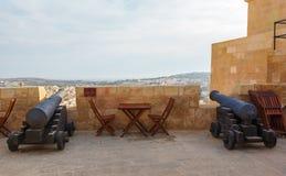 Gozo, Rabat, cannone in castello con il cielo nuvoloso Fotografie Stock