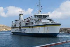 Gozoeiland, Malta - Augustus 03 2016: De Lijnveerboot van het Gozokanaal het vertrekken Gozo haven Stock Afbeelding
