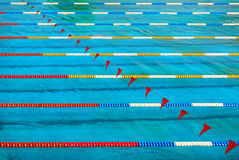 Gpool del swimmin del deporte con los pasillos Imagen de archivo libre de regalías