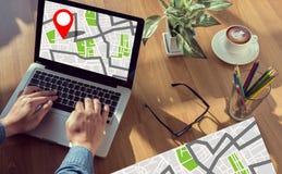 GPS översikt till läge för ruttdestination, gataöversikt med GPS symboler Fotografering för Bildbyråer