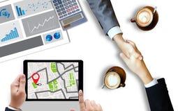 GPS översikt till läge för ruttdestination, gataöversikt med GPS symboler, Royaltyfri Fotografi