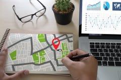 GPS составляет карту к улице положения сетевого подключения назначения трассы Стоковые Фотографии RF