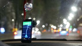 GPS conduisant la voiture taxy banque de vidéos