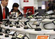 GPS de afdeling van de navigatieverkoop in een supermarkt Stock Fotografie