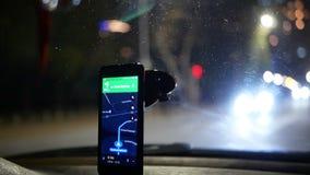 GPS die taxy auto drijven stock videobeelden