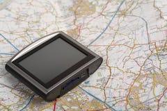 Gps-Einheit auf einer Karte Lizenzfreie Stockfotos
