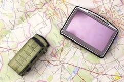 GPS en auto op kaart Royalty-vrije Stock Foto's