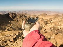 GPS-in hand navigator stock foto's